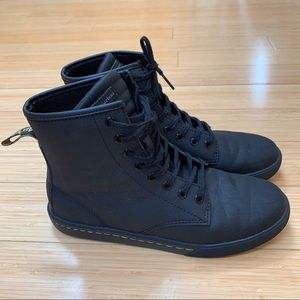 NEW!  DR. MARTEN'S matte black leather boots, 8.